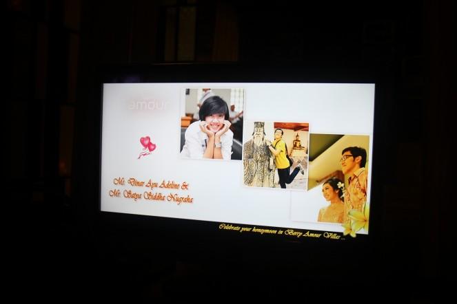 The most shocking thing, mereka masang foto slide kami dari jaman pacaran sampe lamaran di TV kamar!!! GEEZ!! KEREN BANGEEET!!